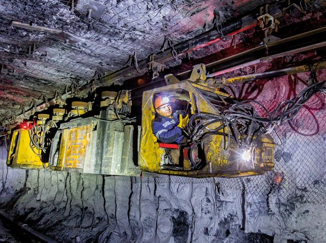 Безопасная транспортировка людей в шахте с использованием монорельсового дизелевоза