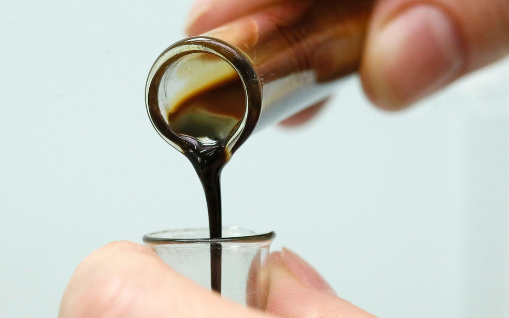 нефть в пробирке
