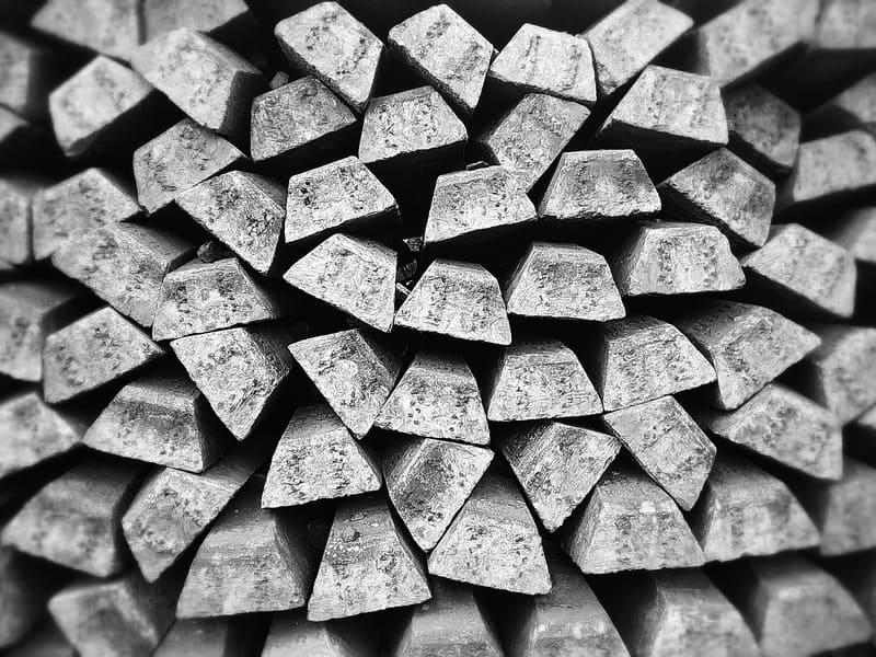 слитки алюминия