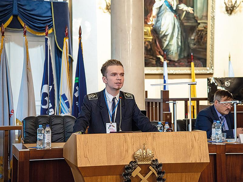 Выступление молодого специалиста Бориса Алябьева