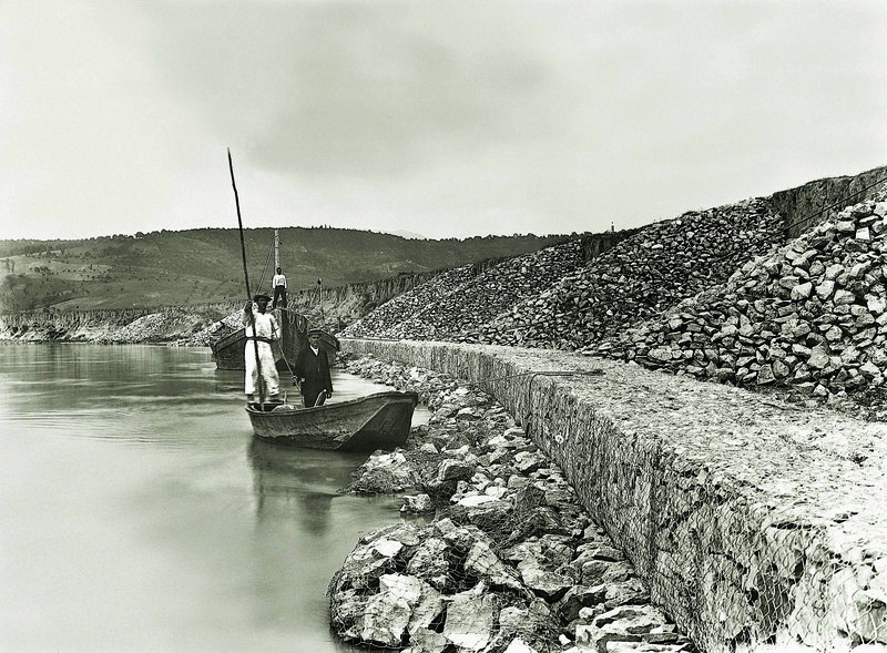 дамба на реке Рено в Италии