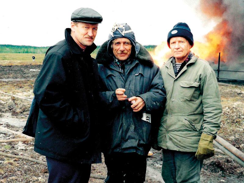 Слева-направо: В. А. Кринин (заместитель генерального директора),  инженеры-испытатели скважин: А. Ф. Жирнов, Н. А. Третьяк