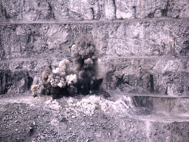 Взрывные работы на Ковдорском ГОКе