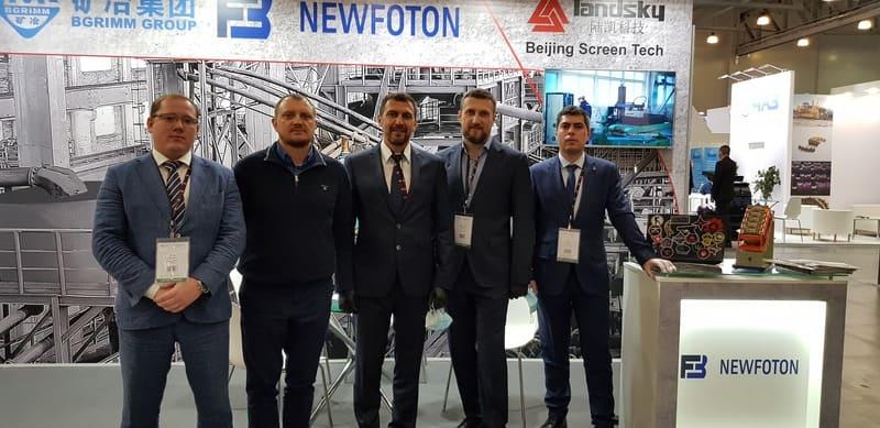 сотрудники компании Ньюфотон