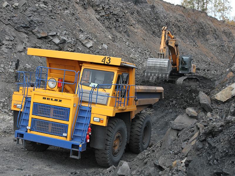 Карьерные самосвалы серии БЕЛАЗ-7555 грузоподъемностью 55-60 тонн для горнодобывающих предприятий