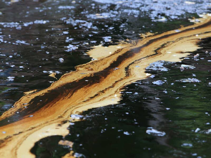 разлив нефтт