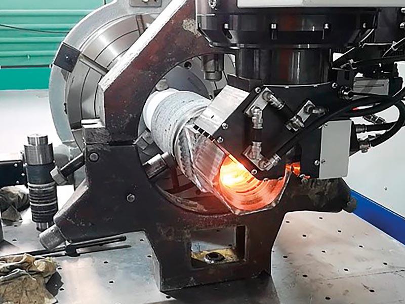 Вид процессов лазерной закалки внутренней резьбы муфты а) наружной резьбы ниппеля б) буровой штанги
