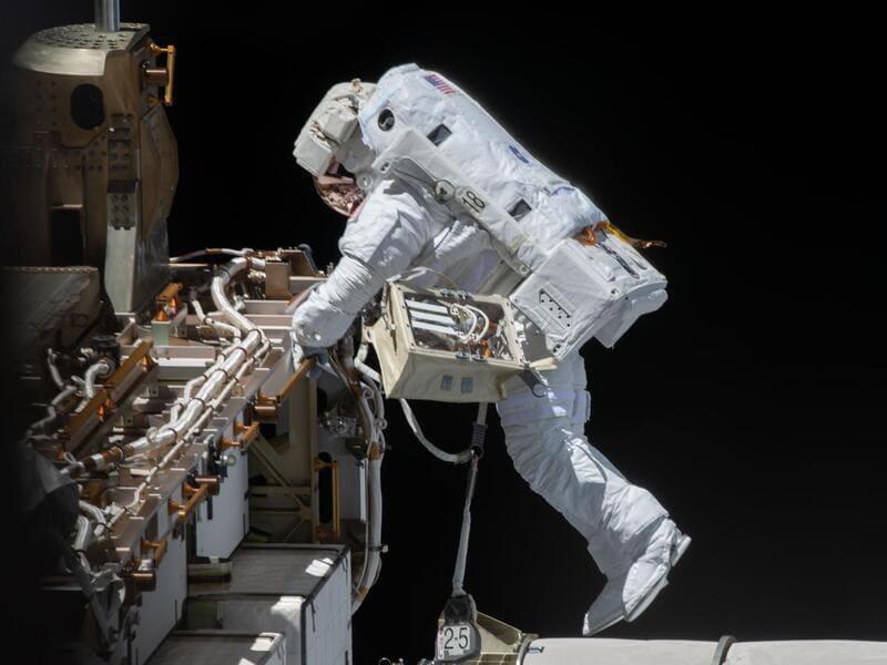 космонавт NASA