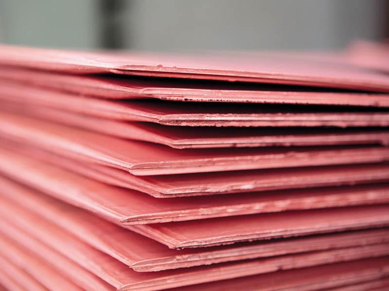 Готовые листы меди упаковывают в пачки по 20 тонн