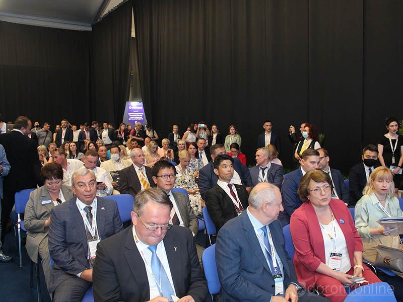 Губернатор Кузбасса посетил выставку «Уголь России и Майнинг 2021»