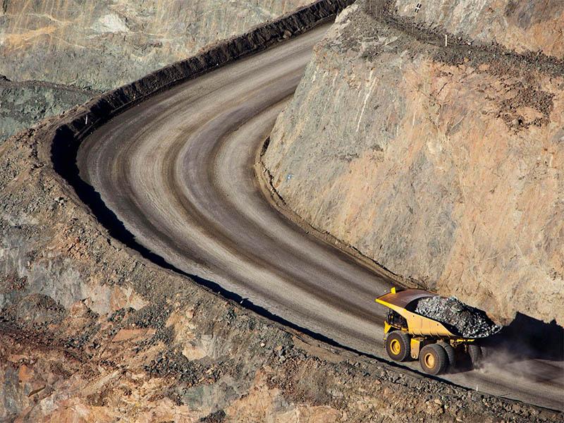 Воздушная съёмка с дрона помогает обеспечить надёжную транспортировку грузов при добыче полезных ископаемых (Источник: Pixabay / DJI-Agras)