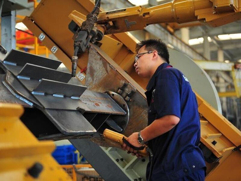 сварочный робот на заводе Landsky